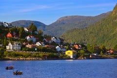 Stad Sogndal och fjord - Norge royaltyfri bild