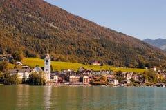 Stad St. Wolfgang op meer Wolfgangsee in Oostenrijk Stock Fotografie