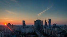 Stad Timelapse, Polen för Warszawahorisontsoluppgång stock video