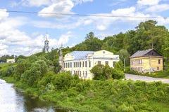Stad Torzhok Cityscape dijk stock foto