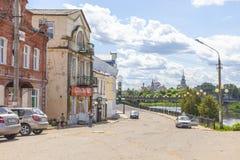 Stad Torzhok Cityscape dijk stock afbeeldingen