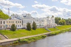Stad Torzhok Cityscape dijk stock afbeelding