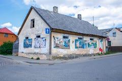 Stad Tukums, Lettland Gammalt centrum och hus på Lettland fotografering för bildbyråer