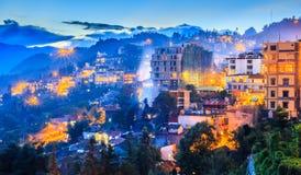 Stad in vallei Stock Fotografie