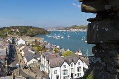 Stad van Conwy, Wales zoals die van de kasteelmuren wordt gezien Stock Afbeelding