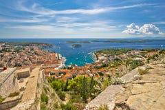 Stad van de eilandenmening van Hvar en Paklinski- Royalty-vrije Stock Foto's