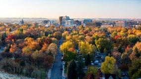 Stad van de horizon van bomenboise idaho in volledige dalingskleur royalty-vrije stock foto