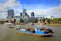 Stad van de horizon van Londen op de aardige mening het Verenigd Koninkrijk van de de zomerdag stock fotografie