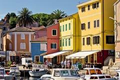 Stad van de kleurrijke waterkant van Veli losinj Stock Foto