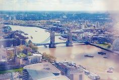 Stad van de mening van Londen met Torenbrug en Rivier Theems Royalty-vrije Stock Afbeeldingen