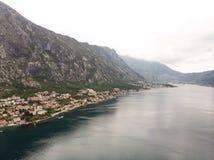 stad van de satellietbeeld de Kleine kust in Kotor, Montenegro royalty-vrije stock foto's