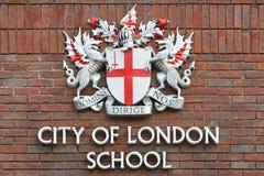 Stad van de schoolteken van Londen op rode bakstenen muur, Londen Royalty-vrije Stock Foto's