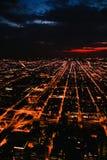 Stad van de V.S. gebouwen de van de binnenstad van Chicago bij nacht Stock Afbeeldingen