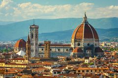 stad van Florence in Italië Zonnige avond in de lente Stock Foto