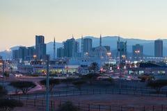 Stad van Fujairah bij schemer Verenigde Arabische emiraten Royalty-vrije Stock Fotografie