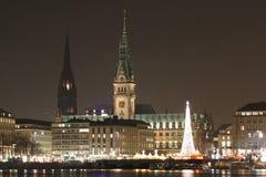 Stad van Hamburg bij nacht Stock Fotografie