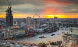 Stad van het bedrijfs en bankwezengebied van Londen, Het panorama van Londen bij zonreeks Stock Afbeelding