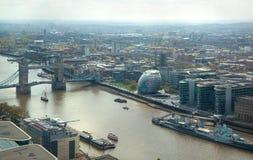 Stad van het panorama van Londen De Brug en Rivier Theems van de toren Stock Foto