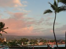Stad van Kona bij Zonsondergang op het grote Eiland Hawaï Stock Afbeeldingen