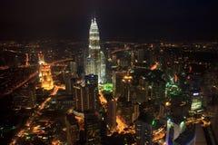 Stad van Kula Lumpur die bij Nacht wordt verlicht Royalty-vrije Stock Foto's