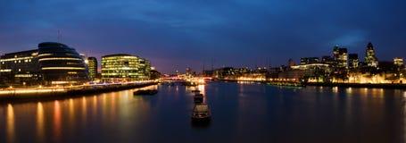 Stad van Londen bij nacht Stock Foto's