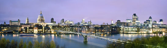 Stad van Londen bij schemering Stock Foto