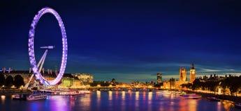 Stad van Londen bij schemering Stock Fotografie