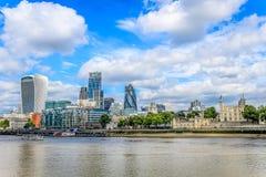 Stad van Londen en de Toren van lonodn Stock Afbeelding