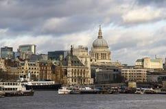 Stad van Londen en St Pauls Cathedral Royalty-vrije Stock Afbeelding