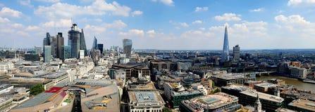 Stad van Londen van St Pauls Cathedral wordt gezien dat royalty-vrije stock afbeelding