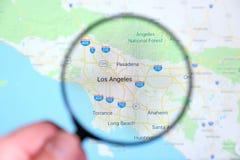 Stad van Los Angeles, Californië op het vertoningsscherm door een vergrootglas stock afbeelding