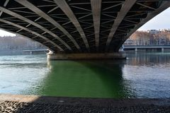 Stad van Lyon, Bruggen en rivier de Rhône stock foto