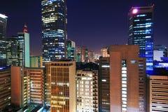 Stad van makati bij nacht stock afbeeldingen
