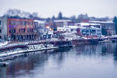 Stad van manistee Michigan vroege ochtend in de lente royalty-vrije stock afbeeldingen