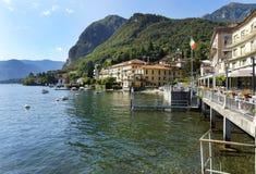Stad van Menaggio op de kust van Como-meer royalty-vrije stock afbeelding