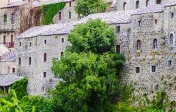Stad van Mostar met oude gebouwen stock fotografie