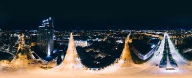 Stad 360 van nachtriga VR-Hommelbeeld voor Virtuele werkelijkheid, Hommelpanorama Royalty-vrije Stock Afbeelding