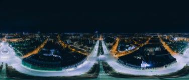 Stad 360 van nachtriga VR-Hommelbeeld voor Virtuele werkelijkheid, Hommelpanorama Stock Foto's