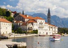 Stad van Perast, Montenegro op de Zonnige Dag van Oktober Royalty-vrije Stock Fotografie
