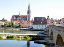 Stad van Regensburg en de oude brug, Beieren, Duitsland Royalty-vrije Stock Foto's