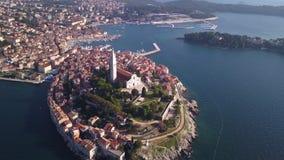 Stad van Rovinj Kroatië van de hemel stock videobeelden