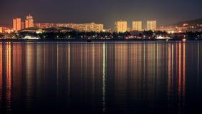 Stad van Spleet (Kroatië) 's nachts Stock Fotografie