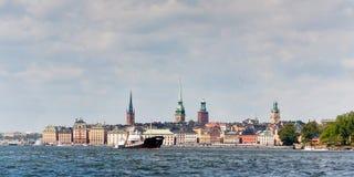 Stad van Stockholm bekeek van het water Stock Afbeelding