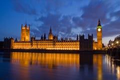 Stad van Westminster en Big Ben bij nacht Stock Foto's