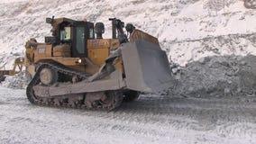 Stad van Yasny, het gebied van Orenburg, Rusland, Steengroeve voor de extractie van chrysotile asbest, 02/10/2018 stock videobeelden