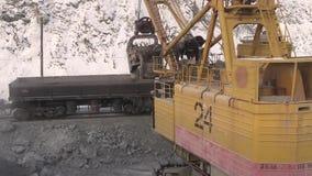 Stad van Yasny, het gebied van Orenburg, Rusland, Steengroeve voor de extractie van chrysotile asbest, 02/10/2018 stock footage