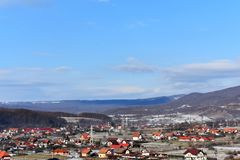 Stad vid berg Royaltyfri Fotografi