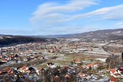 Stad vid berg Arkivbilder