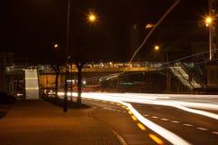 Stad vid natt Arkivbild