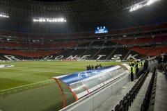 Stade d'arène de Donbass par heure avant l'allumette Photo stock